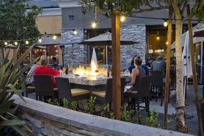 Yanni's Bar & Grill Patio